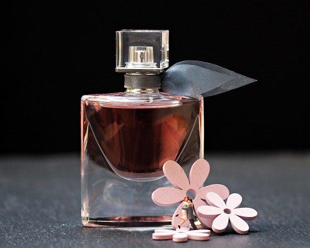 Jak vybrat ženě parfém