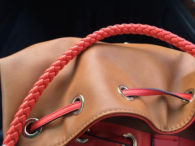 kabelka s páskem.jpg