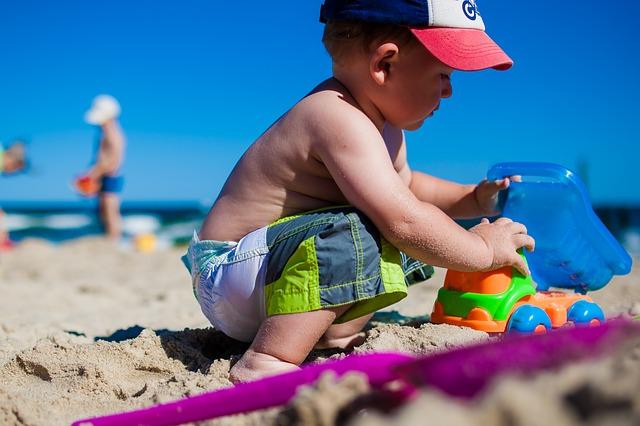 hraní na pláži.jpg